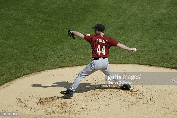 Pitcher Roy Oswalt of the Houston Astros pitches against the Pittsburgh Pirates at PNC Park on September 21 2008 in Pittsburgh Pennsylvania The...