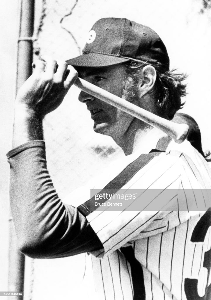 Pitcher Steve Carlton #32 of the Philadelphia Phillies gets ready to take batting practice before an MLB Spring Training game on March 9, 1973 in Clearwater, Florida.