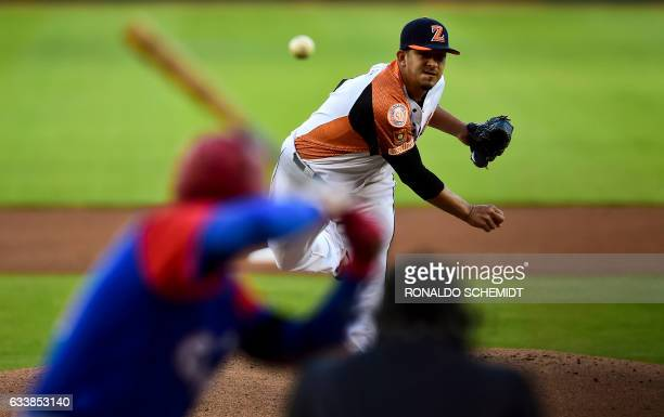 TOPSHOT Pitcher Wilfredo Boscan of Aguilas del Zulia from Venezuela throws against Alazanes de Granma from Cuba during the Caribbean Baseball Series...