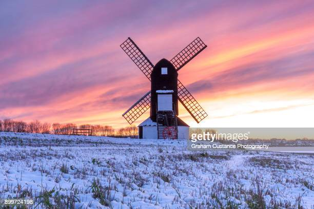 pitstone windmill in winter - バッキンガムシャー ストックフォトと画像