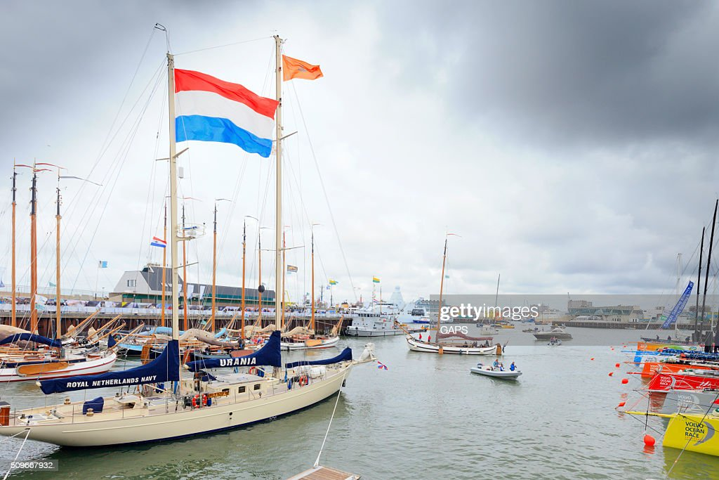 pit-stop Volvo Ocean Race 2014-2015 in the port of Scheveningen : Stock Photo
