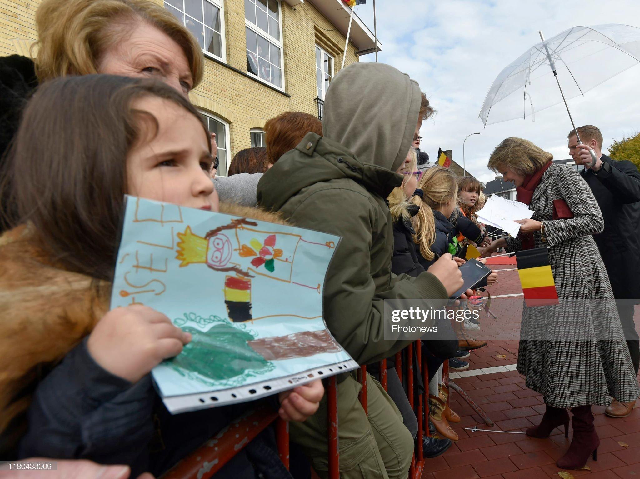 pittem-belgium-november-6-2019-ontmoeting-met-de-bevolking-rencontre-picture-id1180433009