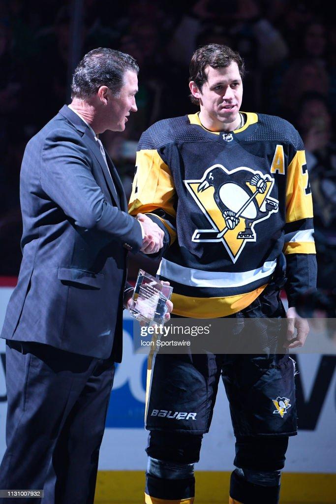 NHL: MAR 16 Blues at Penguins : Nachrichtenfoto