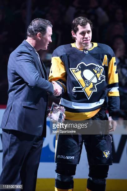 Pittsburgh Penguins Center Evgeni Malkin shakes Penguins owner's Mario Lemieux hand before the NHL game between the Pittsburgh Penguins and the St...