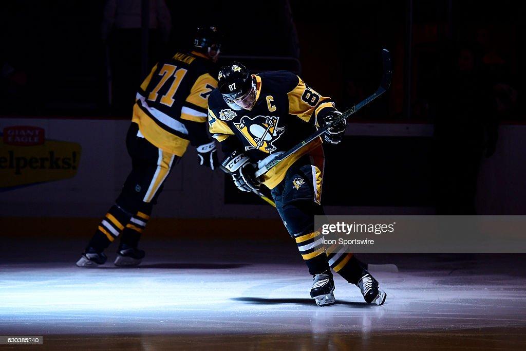 NHL: DEC 20 Rangers at Penguins : ニュース写真