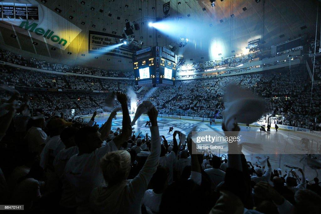 Washington Capitals v Pittsburgh Penguins - Game Three : News Photo