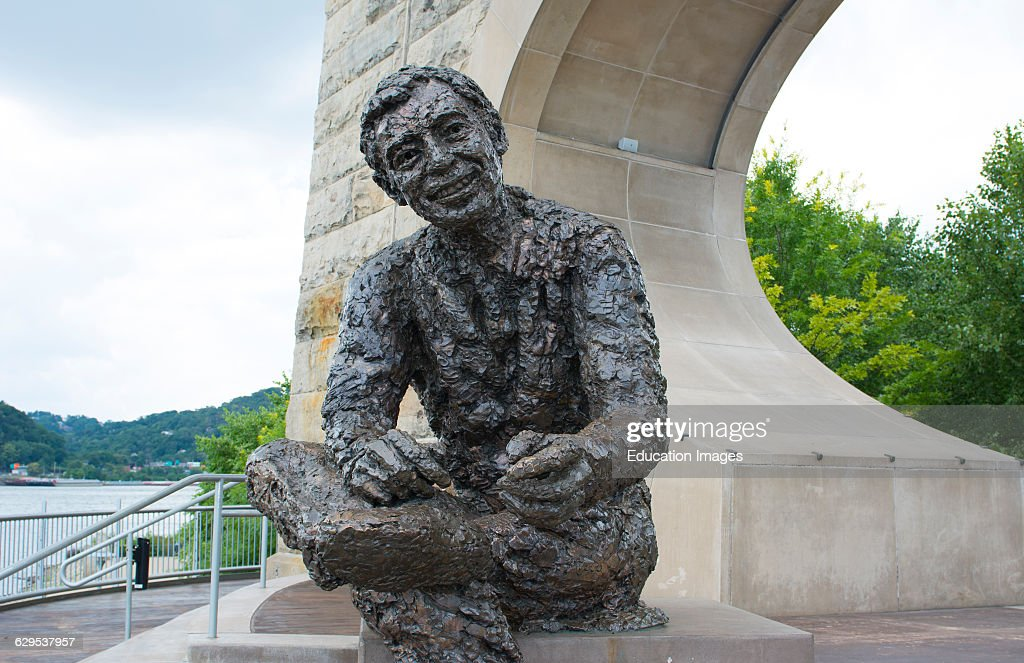 Pittsburgh Pennsylvania Pa Statue Of Pittsburgher Famous Fred Rogers News Photo Getty Images