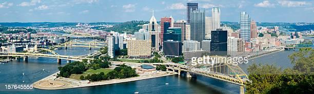 Pittsburgh, Pennsylvania, mit zahlreichen Brücken-Nähten Panorama