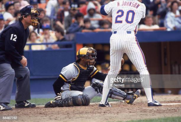 Pittsburgh Pirates catcher Tony Pena readies for a pitch while New York Mets third baseman Howard Johnson is up at bat during a game at Shea Stadium,...