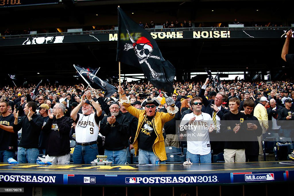 Division Series - St Louis Cardinals v Pittsburgh Pirates - Game Four : News Photo