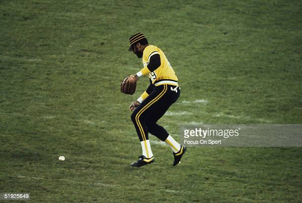Pittsburgh Pirates' outfielder Dave Parker fumbles the catch of a grounder against the Baltimore Orioles during the World Series at Memorial Stadium...
