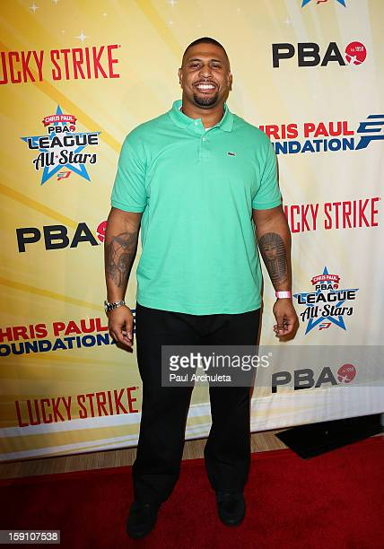 Pittsburgh Steeler LaMarr Woodley attends the 5th annual Chris Paul PBA AllStars charity tournament at Lucky Strike Lanes at LA Live on January 7...