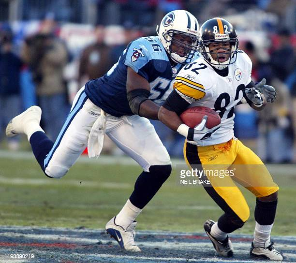 Pittsburgh Steelers Antwaan Randle El runs with the ball after a reception from Steelers quarterback Tommy Maddox as the Tennessee Titans Randall...