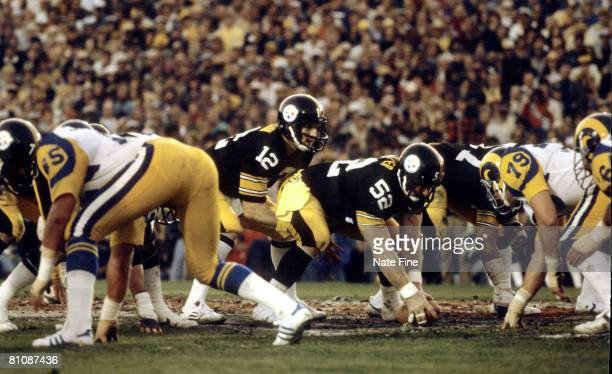 Pittsburgh Steelers center Mike Webster waits to snap the ball to quarterback Terry Bradshaw both members of the Pro Football Hall of Fame during...