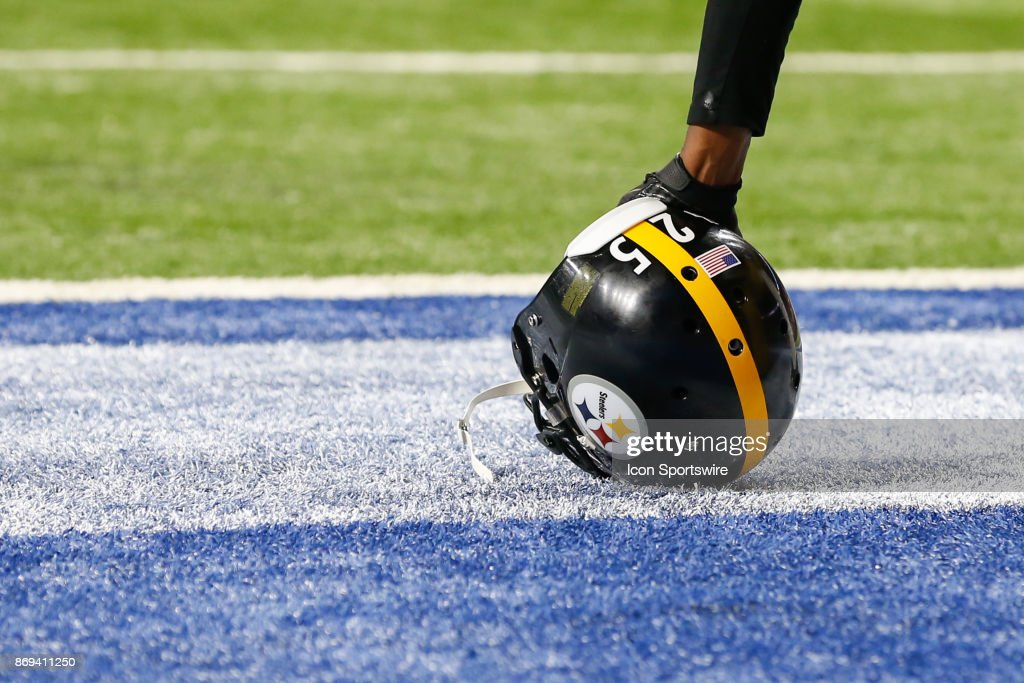Pittsburgh Steelers corner back Artie Burns (25) kneels during a timeout during game action between the Pittsburgh Steelers and the Detroit Lions on October 29, 2017 at Ford Field in Detroit, Michigan.