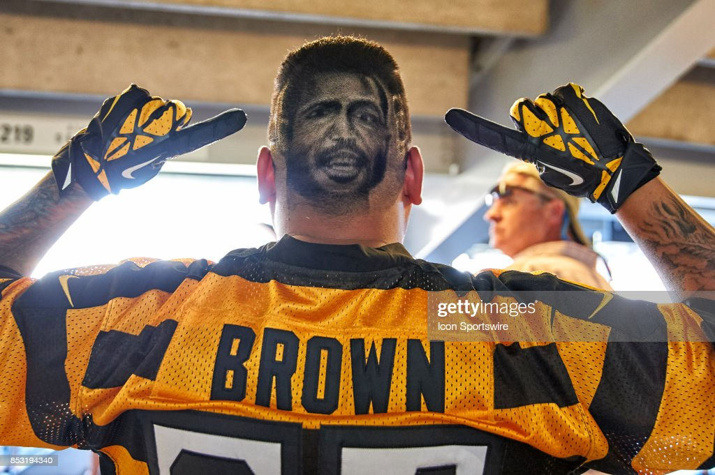A Pittsburgh Steelers Fan Shows Off His Haircut Designed With