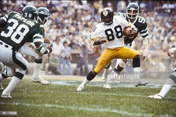 Pittsburgh Steelers Hall of Fame wide receiver Lynn Swann cuts across the field in front of New York Jets cornerback Ed Taylor in a 2817 win at Shea...
