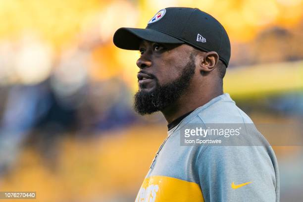 Pittsburgh Steelers head coach Mike Tomlin looks on during the NFL football game between the Cincinnati Bengals and the Pittsburgh Steelers on...