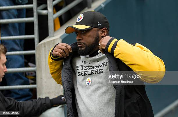 Pittsburgh Steelers head coach Mike Tomlin runs on to the field before a football game against the Seattle Seahawks at CenturyLink Field on November...