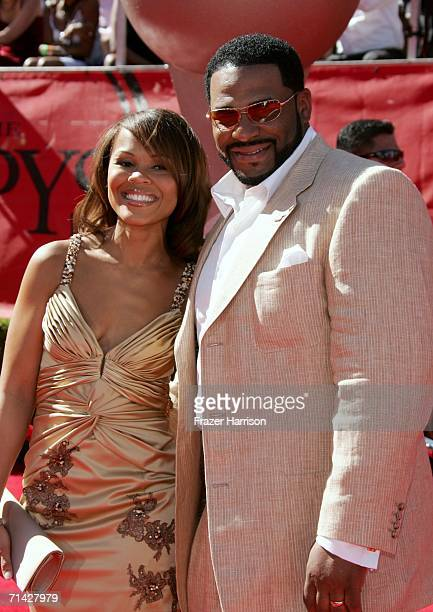 Pittsburgh Steelers player Jerome Bettis and his wife arrive at the 2006 ESPY Awards at the Kodak Theatre on July 12 2006 in Hollywood California
