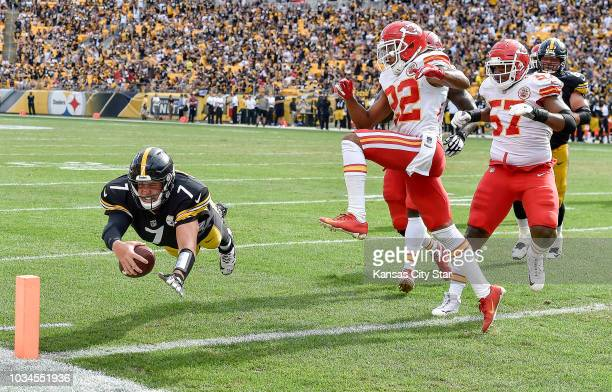 Pittsburgh Steelers quarterback Ben Roethlisberger scores a touchdown in the fourth quarter as Kansas City Chiefs' Orlando Scandrick leaps over...