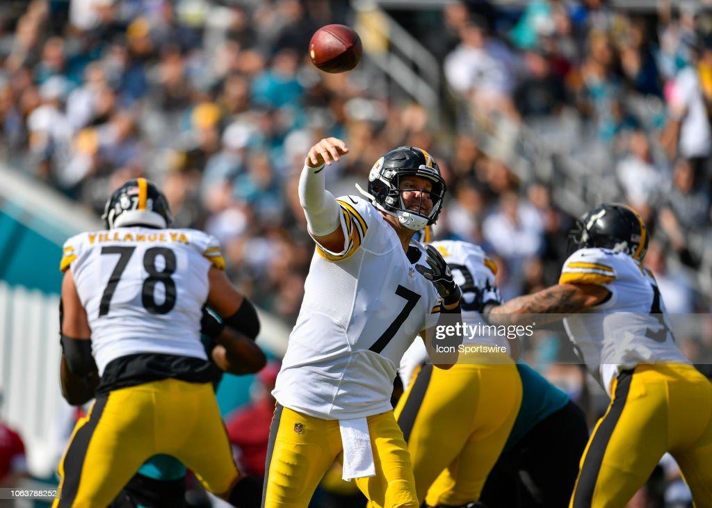 b49c0d7a5c Pittsburgh Steelers quarterback Ben Roethlisberger throws a pass ...