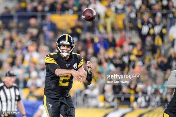 Pittsburgh Steelers quarterback Mason Rudolph throws the ball in the third quarter during the game between Pittsburgh Steelers and Miami Dolphins on...
