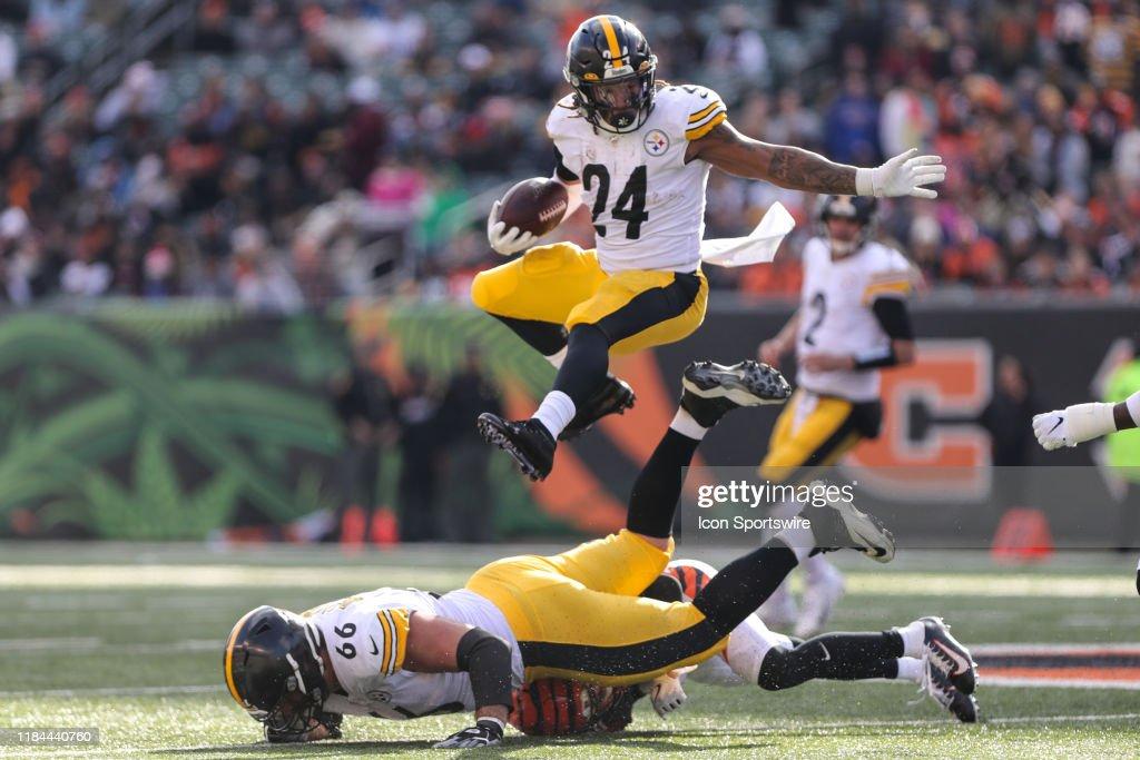 NFL: NOV 24 Steelers at Bengals : News Photo