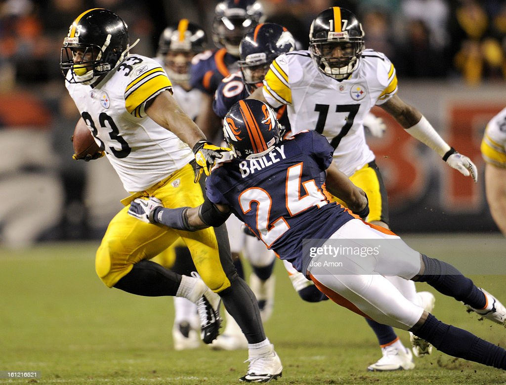 Pittsburgh Steelers running back Isaac Redman (33) runs past Denver Broncos cornerback Champ Bailey (24) in the third quarter. Denver Broncos vs Pittsburgh Steelers AFC Playoff game. Sunday January 08, 2012 at Sports Authority Field at Mile High. Joe Amon : News Photo