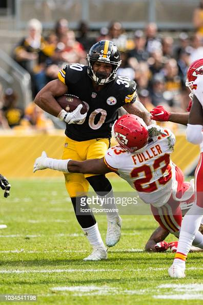 Pittsburgh Steelers running back James Conner gives Kansas