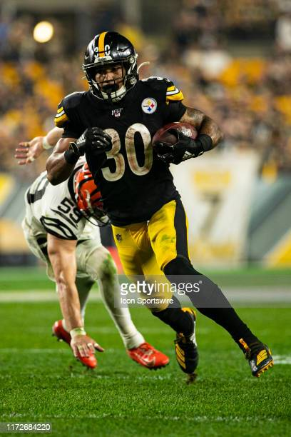 Pittsburgh Steelers Running Back James Conner runs with the ball during the NFL football game between the Cincinnati Bengals and the Pittsburgh...