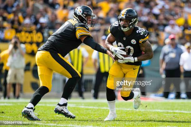 Pittsburgh Steelers running back James Conner takes a handoff from Pittsburgh Steelers quarterback Ben Roethlisberger during the NFL football game...
