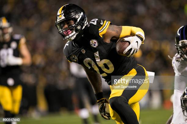 Pittsburgh Steelers Running Back Le'Veon Bell carries the ball during the game between the Baltimore Ravens and the Pittsburgh Steelers on December...