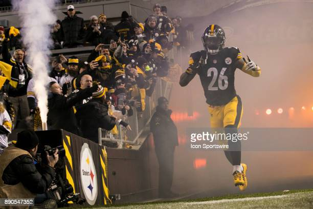Pittsburgh Steelers Running Back Le'Veon Bell runs out on the field during the game between the Baltimore Ravens and the Pittsburgh Steelers on...