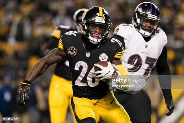 Pittsburgh Steelers Running Back Le'Veon Bell runs with the ball during the game between the Baltimore Ravens and the Pittsburgh Steelers on December...