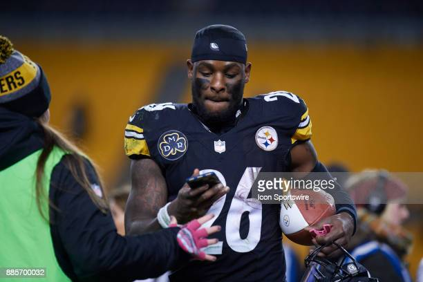 Pittsburgh Steelers running back Le'Veon Bell updates his social media status after an NFL football game between the Pittsburgh Steelers and the...