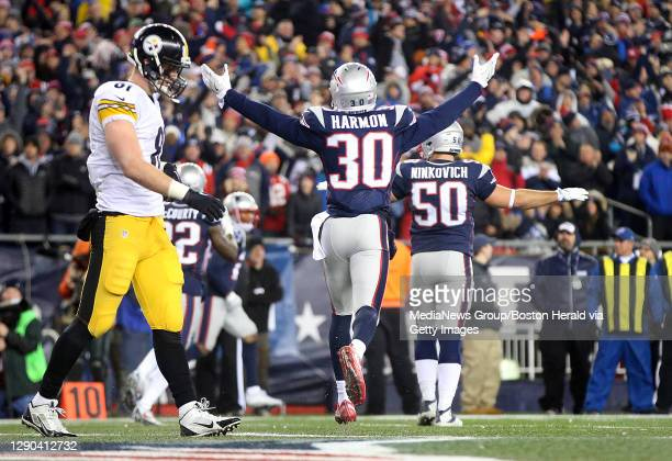 Pittsburgh Steelers tight end Jesse James walks off as Free safety Duron Harmon and outside linebacker Rob Ninkovich celebrate after an incomplete...