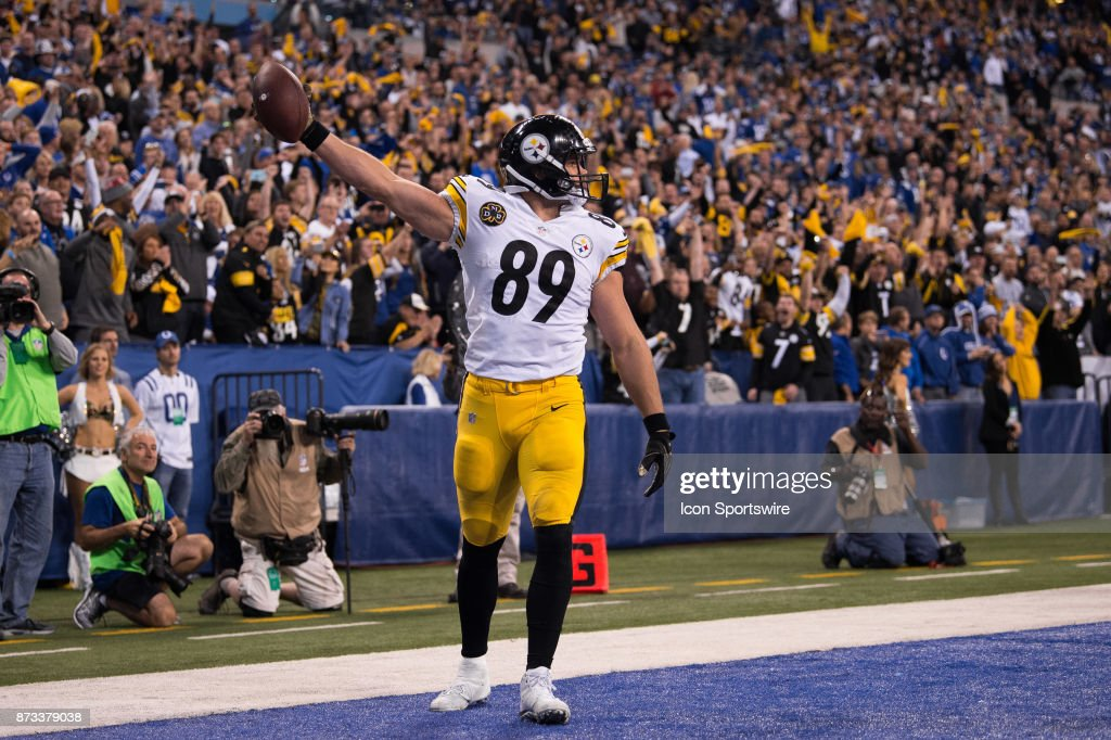 Pittsburgh Steelers tight end Vance McDonald (89) celebrates a 7 yard touchdown catch during the NFL game between the Pittsburgh Steelers and Indianapolis Colts on November 12, 2017, at Lucas Oil Stadium in Indianapolis, IN.