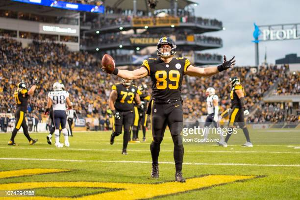 Pittsburgh Steelers tight end Vance McDonald celebrates in the end zone after scoring a touchdown during the game between the Pittsburgh Steelers and...