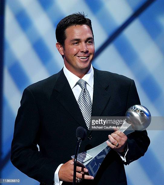 Pittsburgh Steelers' Tommy Maddox accepts the award for Best Comeback Athlete.