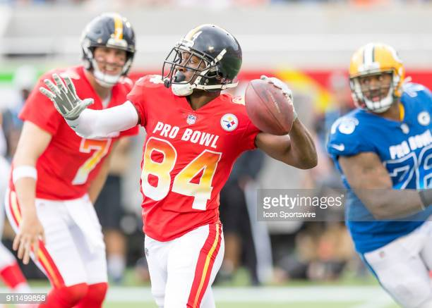 Pittsburgh Steelers wide receiver Antonio Brown passes after the reverse handoff During the NFL Pro Bowl match between the AFC NFC on January 28 2018...