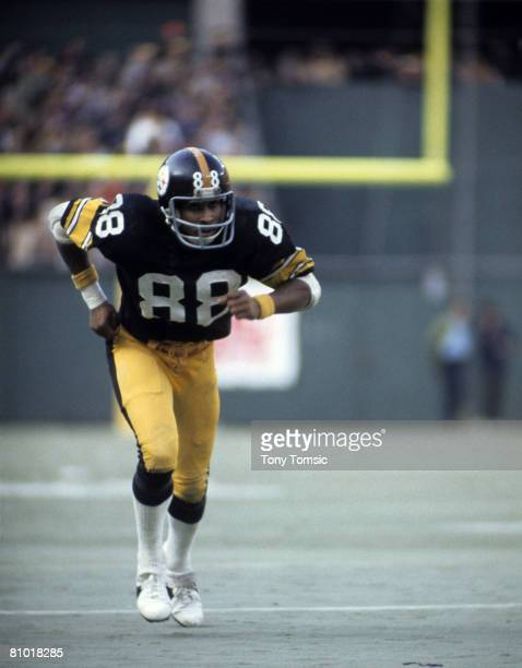 Pittsburgh Steelers wide receiver Lynn Swann runs his route during a lateseason game at Three Rivers Stadium in Pittsburgh Pennsylvania in 1975
