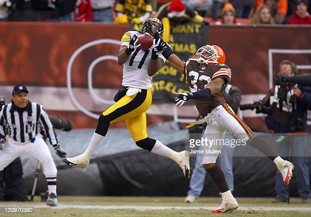 Pittsburgh Steelers Wide Receiver Quincy Morgan scores on a 31 yard touchdown during the game against the Cleveland Browns Sunday December 24 2005 at...