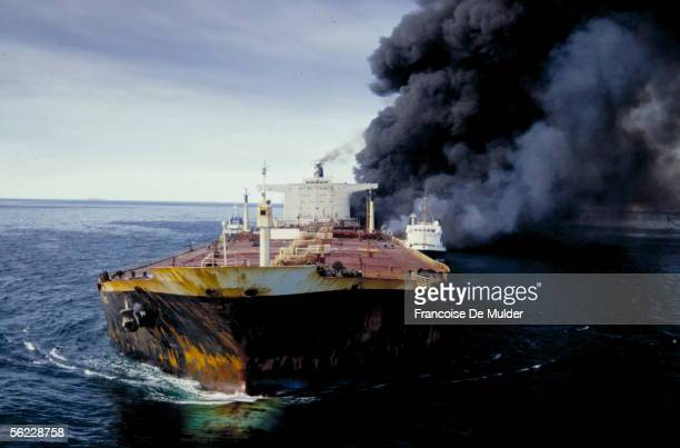 Pivot tanker in flames during the IranIraq war The Ormuz straits in December 1987 FDM18012
