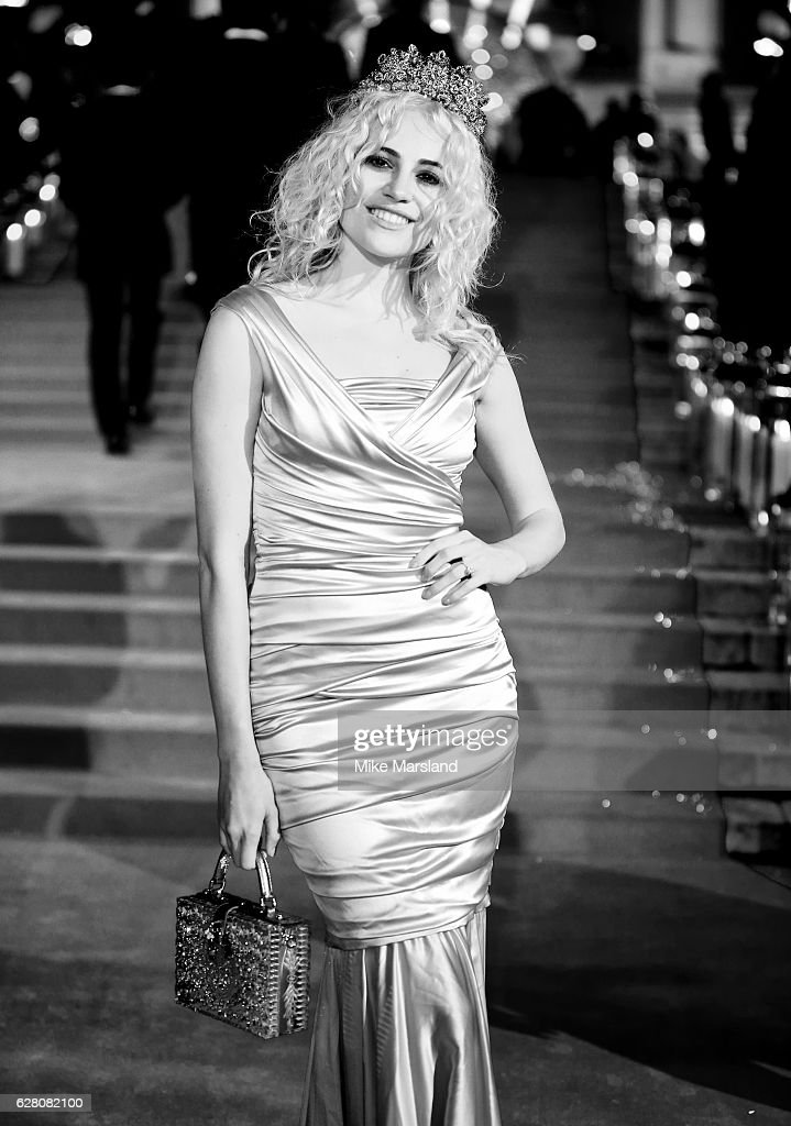 Pixie Lott attends The Fashion Awards 2016 on December 5, 2016 in London, United Kingdom.