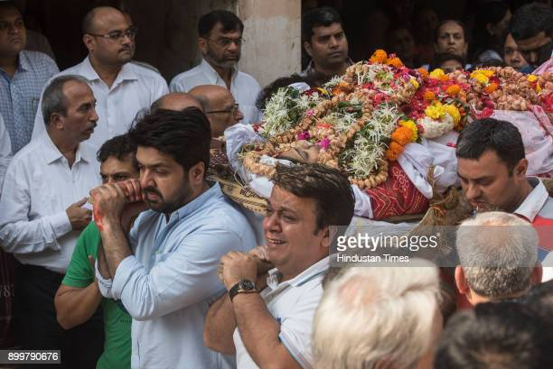 Piyush Dhirani carries his wife's body along with other family members as they take her for cremation at Ghatkopar on December 29 2017 in Mumbai India