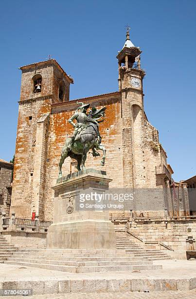 pizarro statue before church of san martin - francisco pizarro stock pictures, royalty-free photos & images