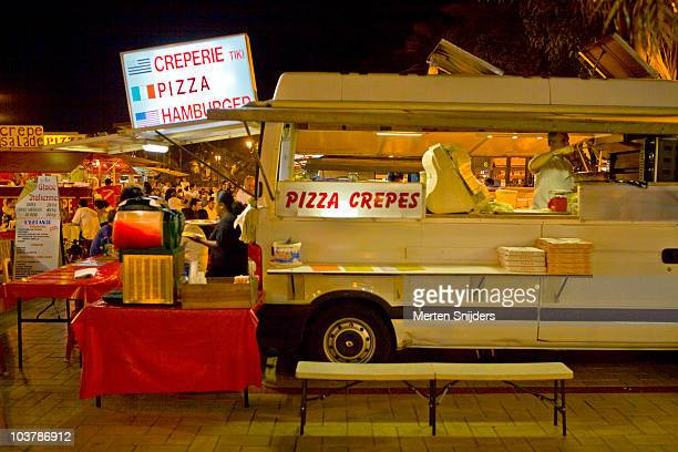 pizza and crepes roulette restaurant at place vaiete. - merten snijders stockfoto's en -beelden