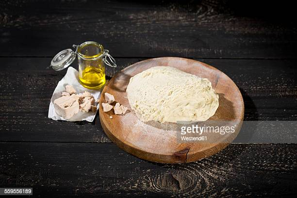Pizza dough, yeast and olive oil
