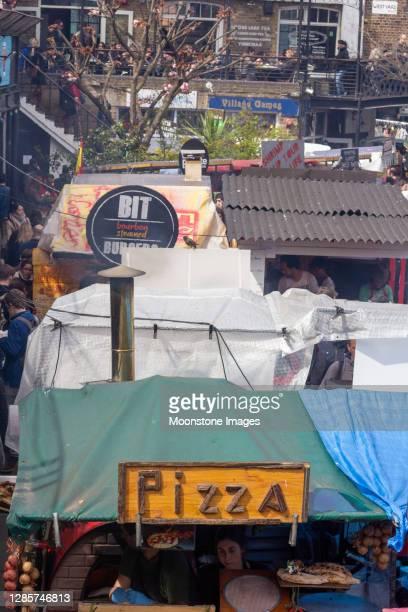 カムデンロック、ロンドンでの販売のためのピザ - カムデンロック ストックフォトと画像